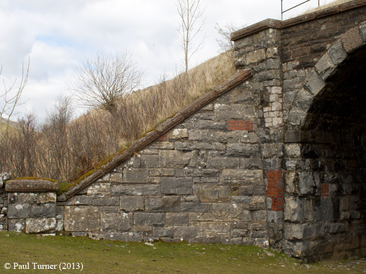 Bridge 173 - Croon Lorne: View of north west abutment and wing wall