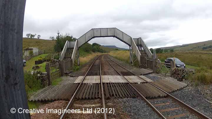 Grisedale / Lunds - Level Crossing (PROW & accomodation)
