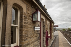 256660: Garsdale Station - Southern building (Up-Island): Detail view from north