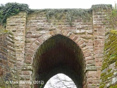 Bridge SAC/323 - High Wood: detail view of the pointed arch