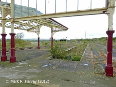 Hellifield Station: NW bay platform and canopy (looking NW towards Settle Jn)